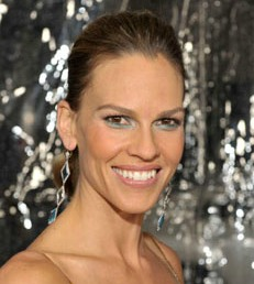 Actress Hilary Swank rocks the aqua liner trend well.